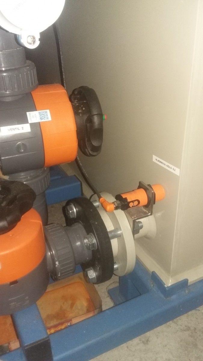 """""""Havarijní hladina"""" ...foto systému, kde jsou použity IFM kapacitní senzory pro hlídání hladiny v nádrži, kde se mísí sůl s vodou a vzniká solanka. Foto 3 Soutěžící: Daniel Richtár"""