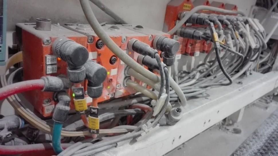 Spolehlivý pomocník v náročném prostředí - ovládání vzduchu a klapek výrobní linky.