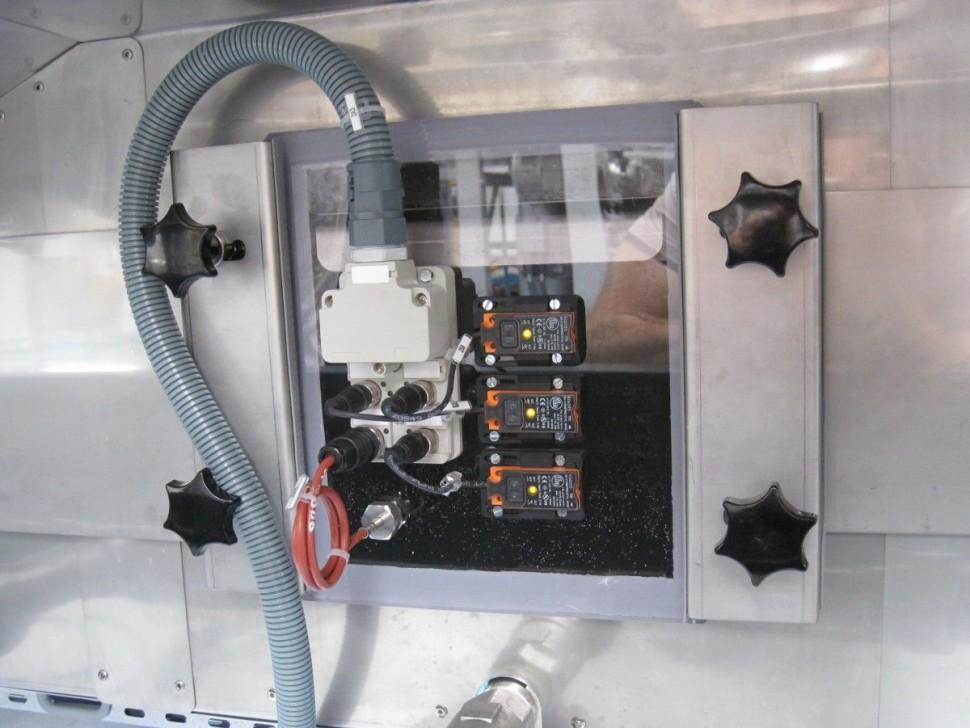 Snímání hladiny vody v plastové vaně přes stěnu ..už nikdy nemusíte řešit případnou netěsnost, když tam žádný otvor skrz stěnu vany není:-)