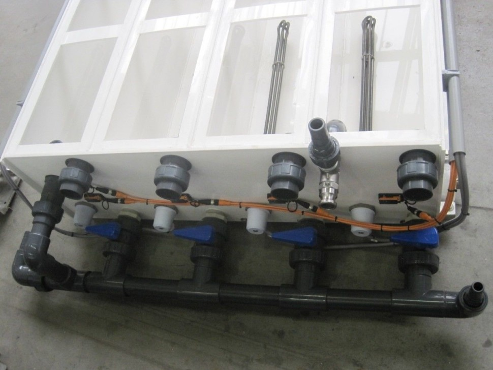 """""""Vana nezničitelných snímačů""""Snímání hladiny vody v plastové vaně přes stěnu (při čistění nebo údržbě vany nemá zákazník uvnitř vany co urazit, ulomit nebo poškodit"""