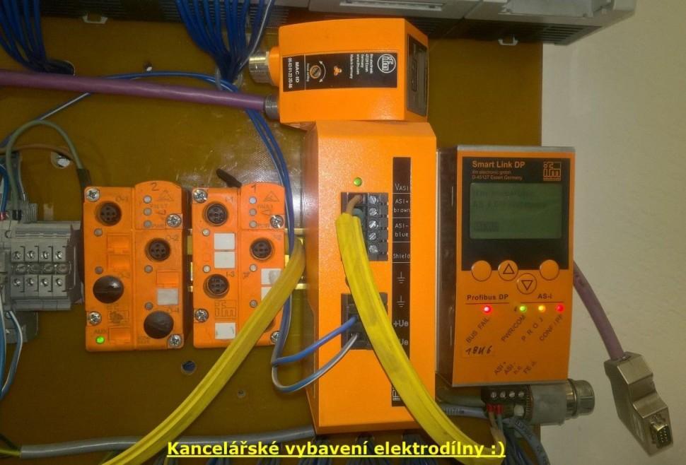 Naše kancelářské vybavení elektrodílny :)