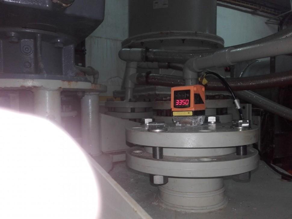 Měření hladin v reaktorech pro chemickou výrobu. Analogový signál je veden do nadřízeného PLC ( Simatic S 300 ) a je použit k dávkování surovin a jeho vizualizaci na operačních panelechKarel Albrecht Foto 1
