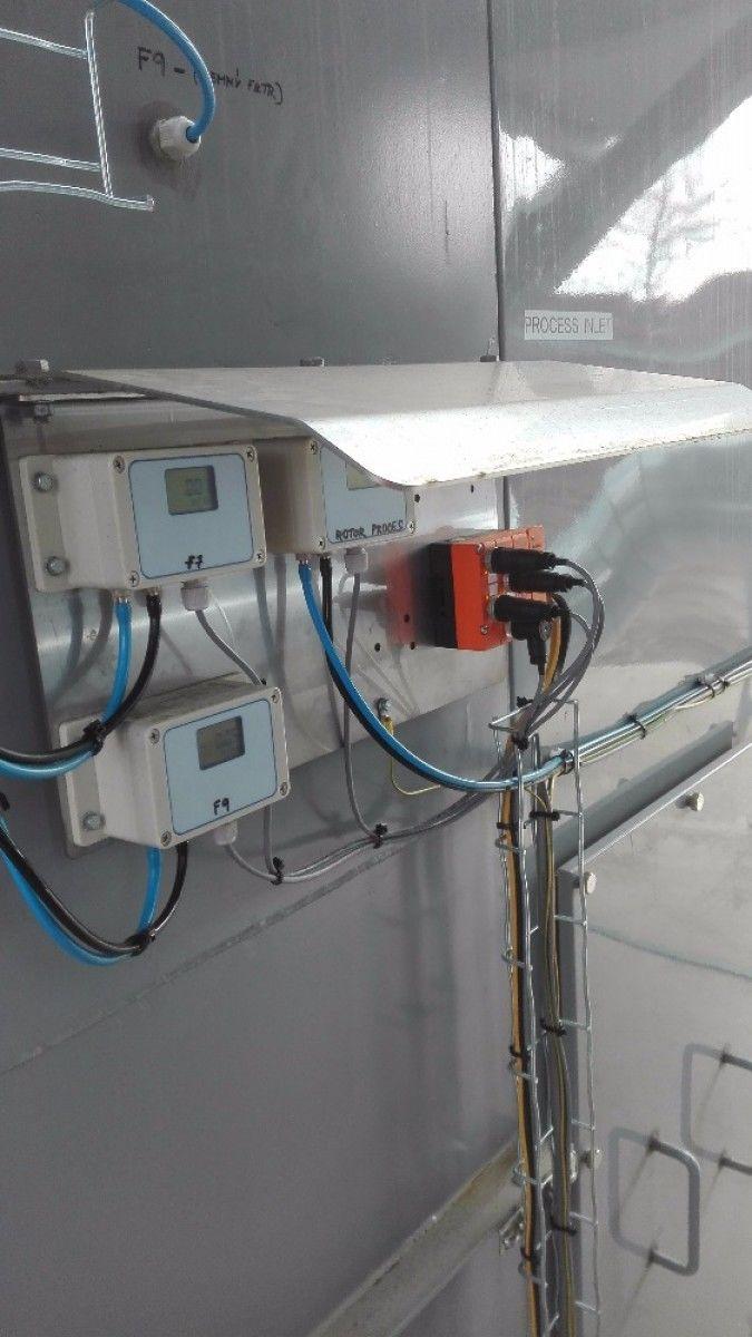 """""""Měření tlaků- přehledné, jasné, pohodlné. S AS-i pohoda!"""" Technologie pro čištění odpadního vzduchu z procesů. Kompletní instalace je provedena v sběrnici AS-i,. Ovládá akční členy, včetně plynového hořáku a zároveň sbírá veškeré info. Pavel Sklenář"""