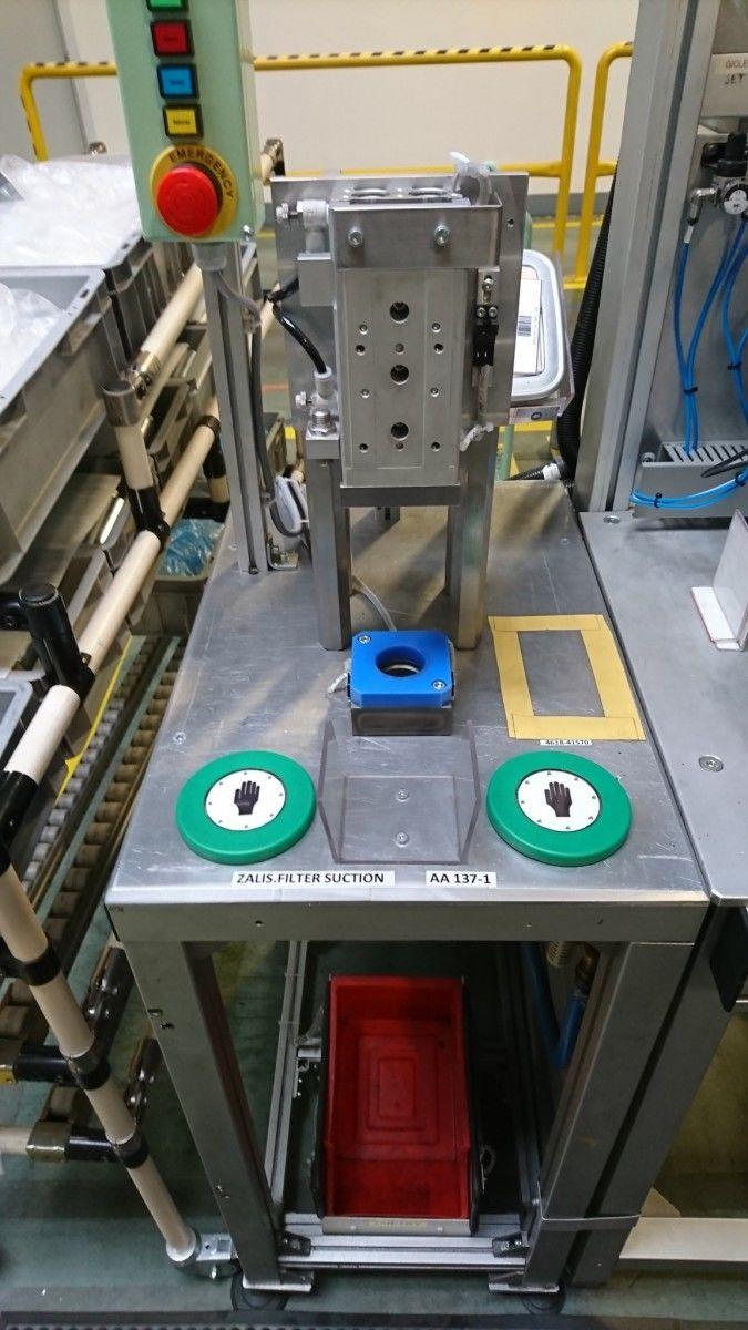"""""""Stačí se dotknout, tlačit už nemusíte"""" využíváme kapacitní dotykové senzory typu KT5006.Těmito senzory jsme na montážních strojích s požadavkem dvouručního ovládání nahradili původní mechanická tlačítka s hříbkem. Michal Morávek foto 1"""