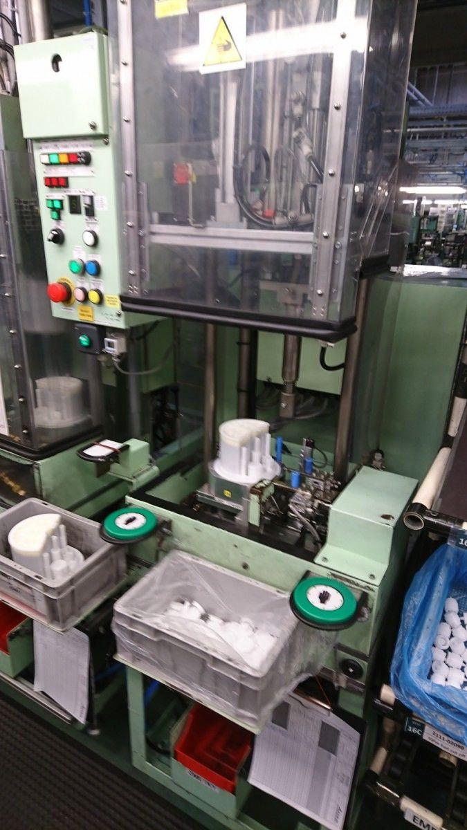 """""""Už 3 roky bezchybných dotyků"""" ...dotykovými senzory typu KT5006 jsme na montážních strojích s požadavkem dvouručního ovládání nahradili původní mechanická tlačítka s hříbkem.Michal Morávek foto 3"""