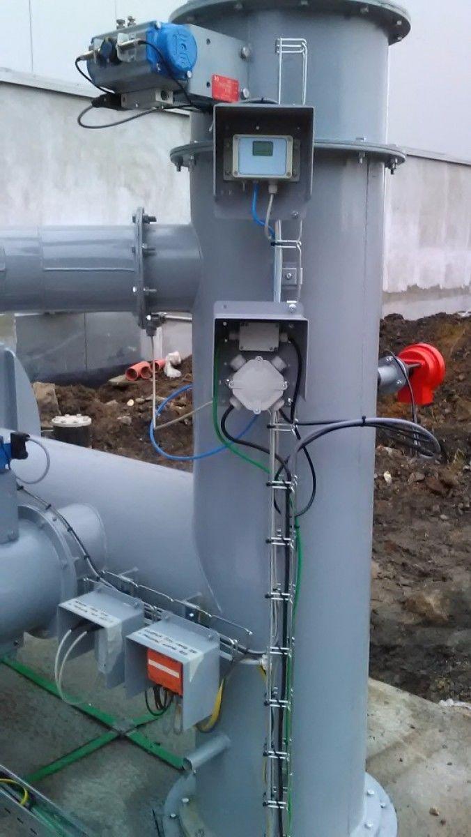 """""""Vstupní část technologie- doba téměř bezdrátová v praxi"""" Technologie pro čištění odpadního vzduchu z procesů. Kompletní instalace je provedena v sběrnici AS-i,. Ovládá akční členy, včetně plynového hořáku a zároveň sbírá veškeré info. Pavel Sklenář"""
